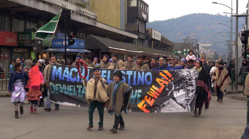 [Video] Löf mapuche marchan en Temuko por Machi Celestino y defensa de los territorios ancestrales.
