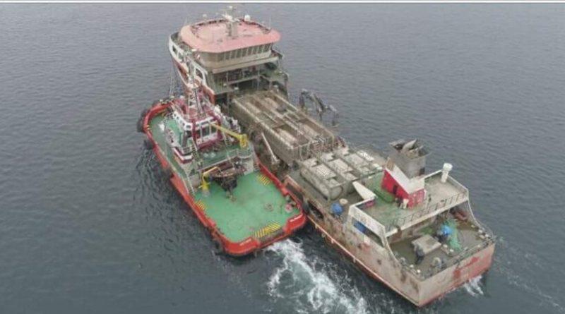 [Video] Willimapu: Barco de Salmones Camanchaca en putrefacción sin destino claro.