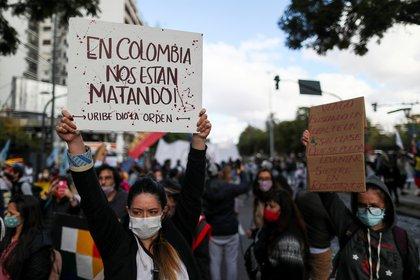 Colombia: continúan masacrando manifestantes que están en paro